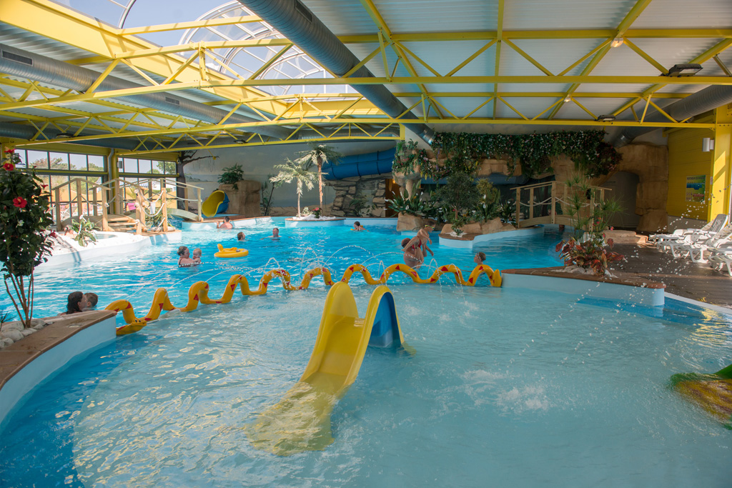 Camping vend e avec piscine parc aquatique piscine for Camping normandie piscine couverte