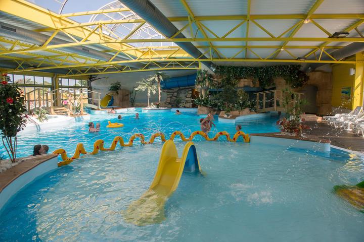 Espace aquatique en vend e camping le bel air for Camping loire atlantique avec piscine